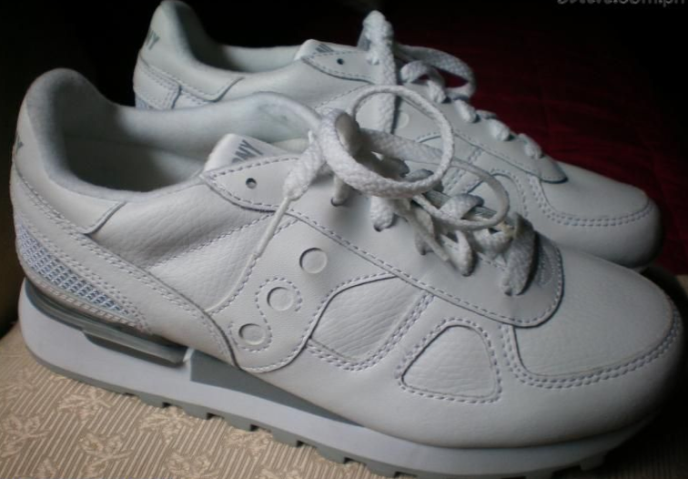 all white saucony