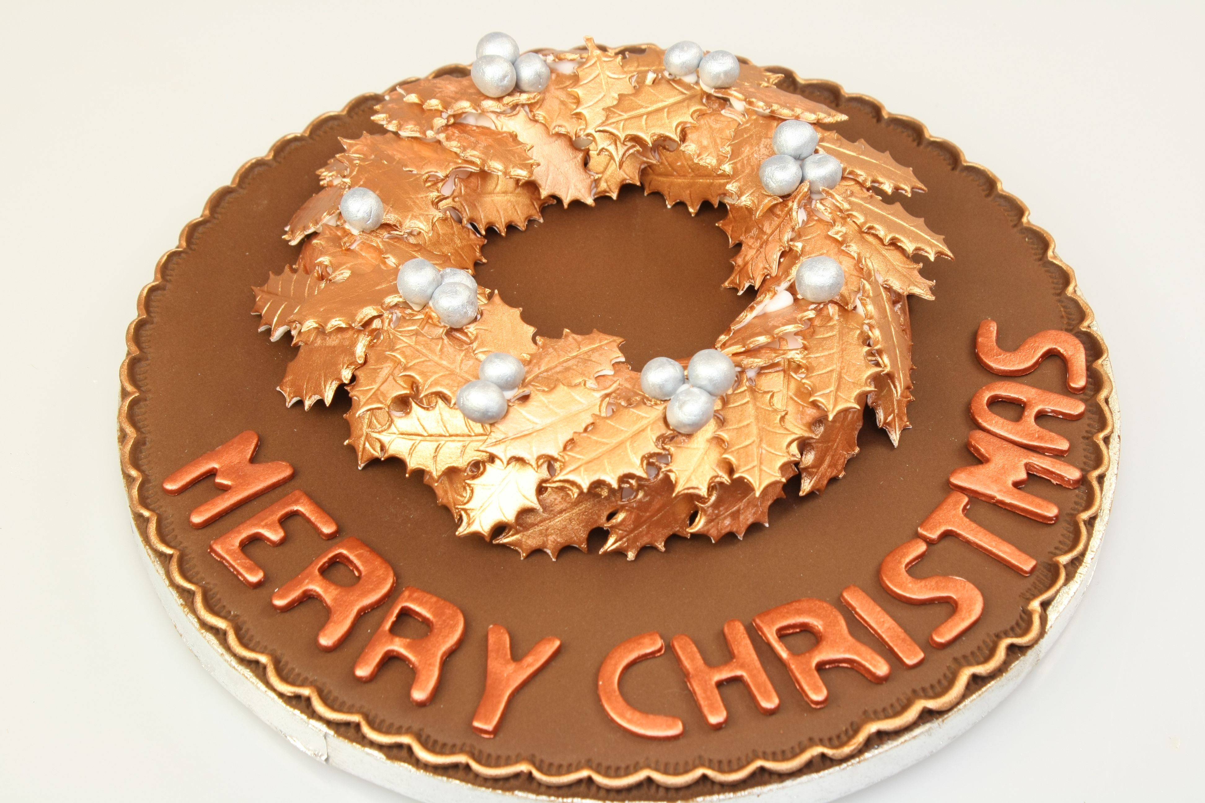 Add Colourshimmershine To Your Christmas Cakes Using