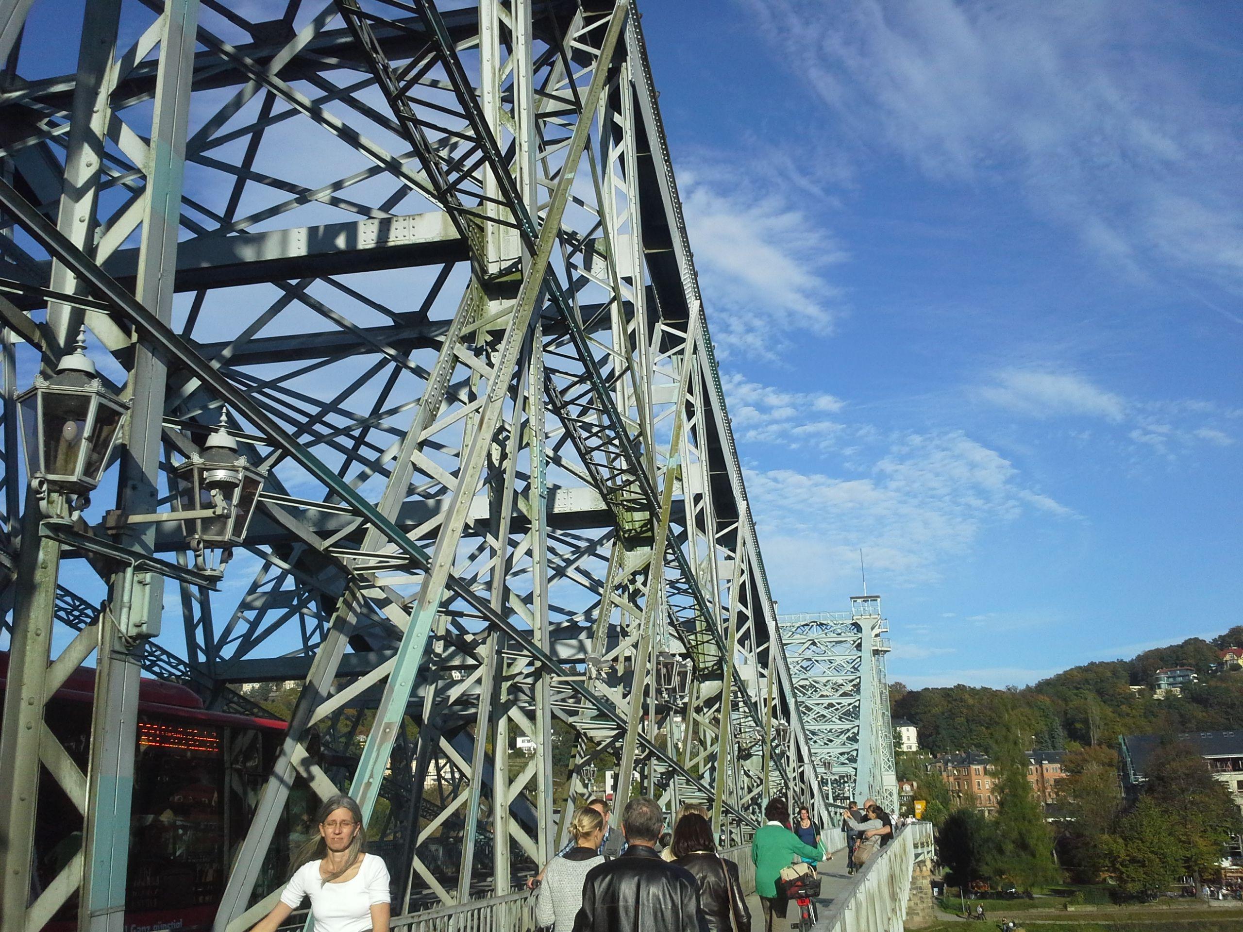 Die Loschwitzer Brücke in #Dresden, auch Blaues Wunder genannt.  #schnitzeljagd #stadtspiel #blaueswunder #dresden #elbflorenz