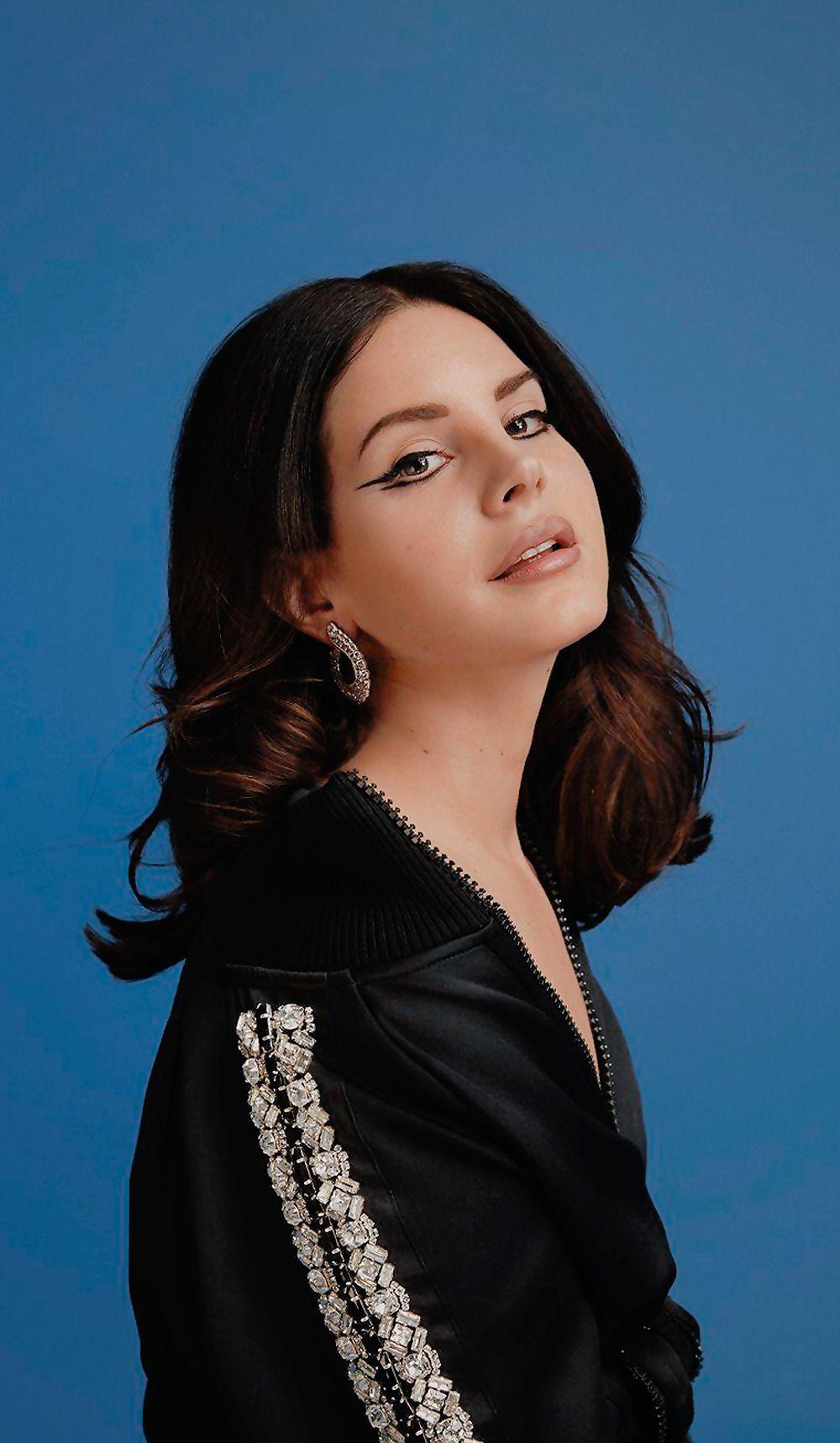Lana Del Rey Nude Photos 7