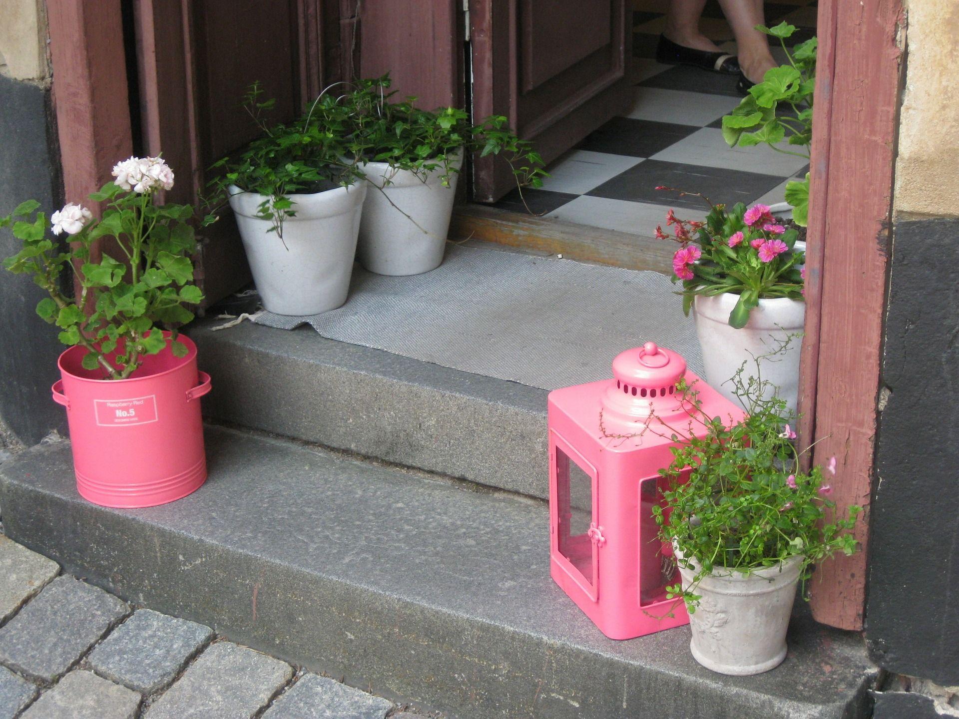 Pomysl Na Dekoracje Wejscia Do Domu Hydrobox Hydroboxpl Kwiaty Diy Pomysl Ideas Flowerpot Inspiration Handmade Flower Front Door Doorway Decor Decor