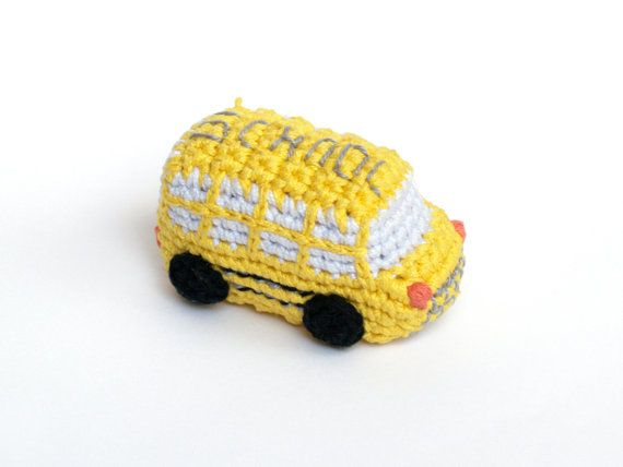 Crochet School bus. Yellow bus, handmade amigurumi by SILAYAYA. Autobús escolar de ganchillo.