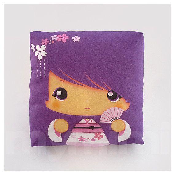 kawaii girl filles oreiller oreiller de geisha purple pillow poup e kokeshi japonaise. Black Bedroom Furniture Sets. Home Design Ideas