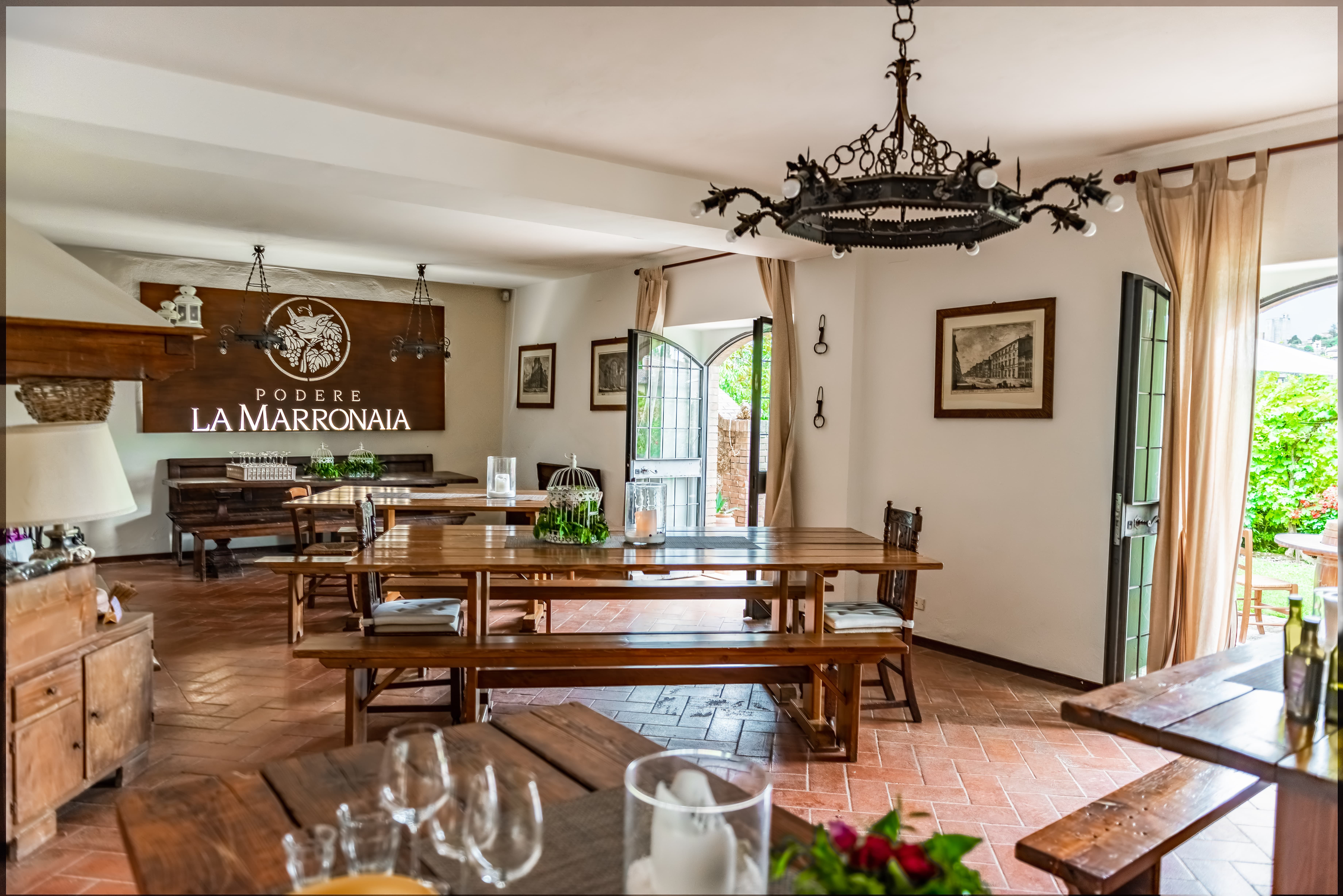 Podere La Marronaia main room, attention to details matters. #lovelyplace #sangimignano #tuscany #countrystyle #attentiontodetails #specialmoments #winery #winelovers