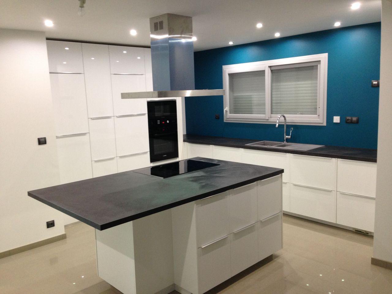encore une au compteur cuisine d 39 un collegue de travail. Black Bedroom Furniture Sets. Home Design Ideas