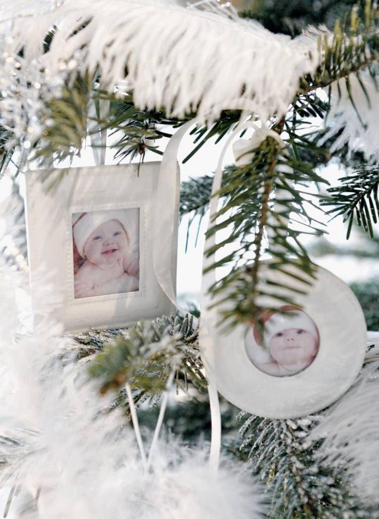 kleine Bilderrahmen mit Babyfotos als Weihnachtsbaumschmuck ...