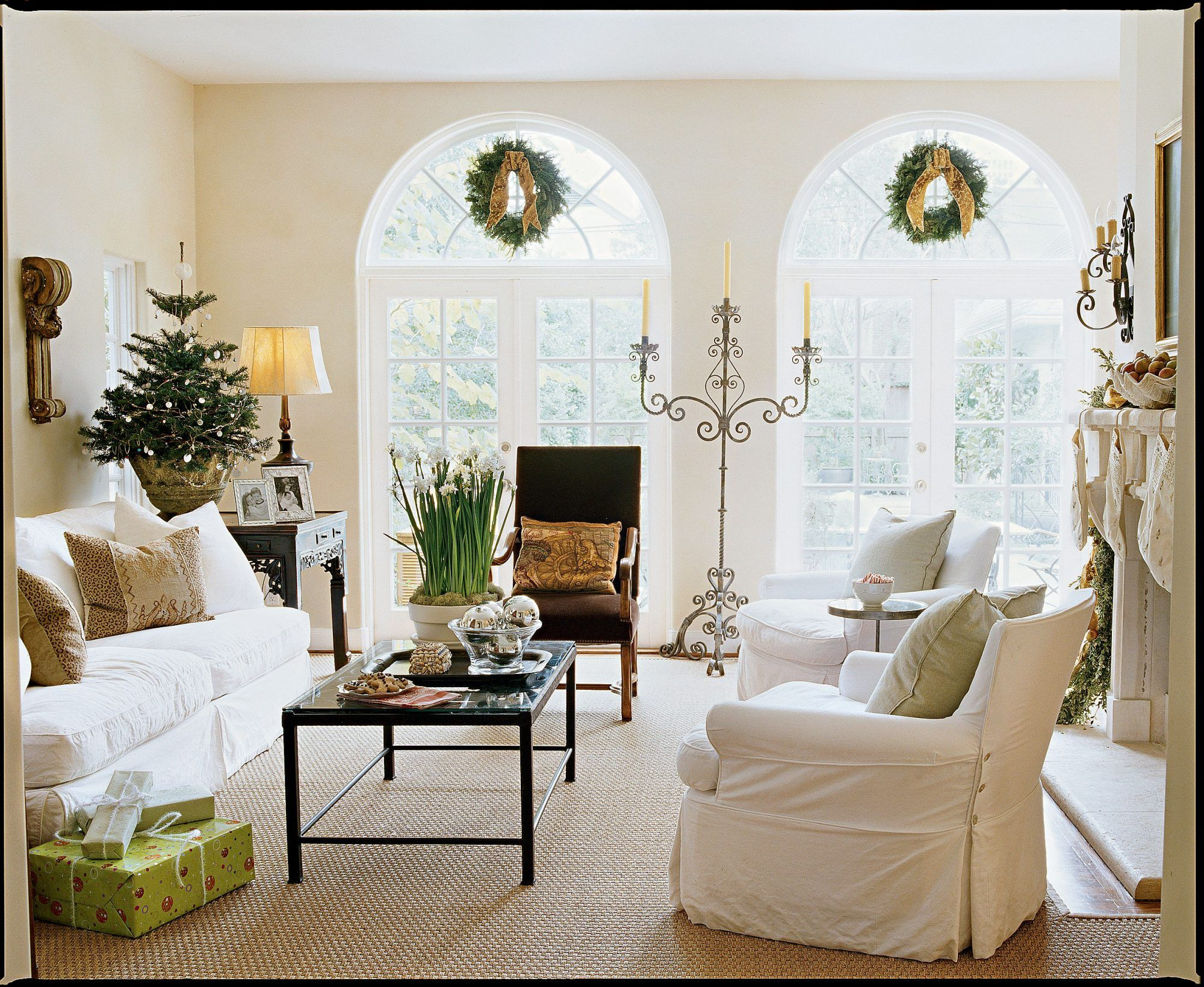 Elegant Winter Wonderland Home | Christmas living rooms ...