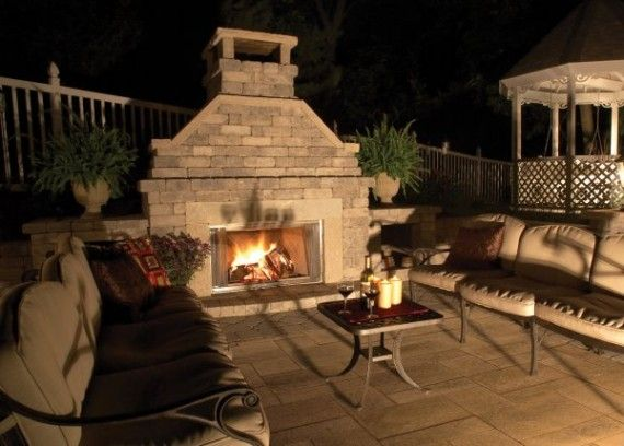 Fireplace with Umbriano® paver patio
