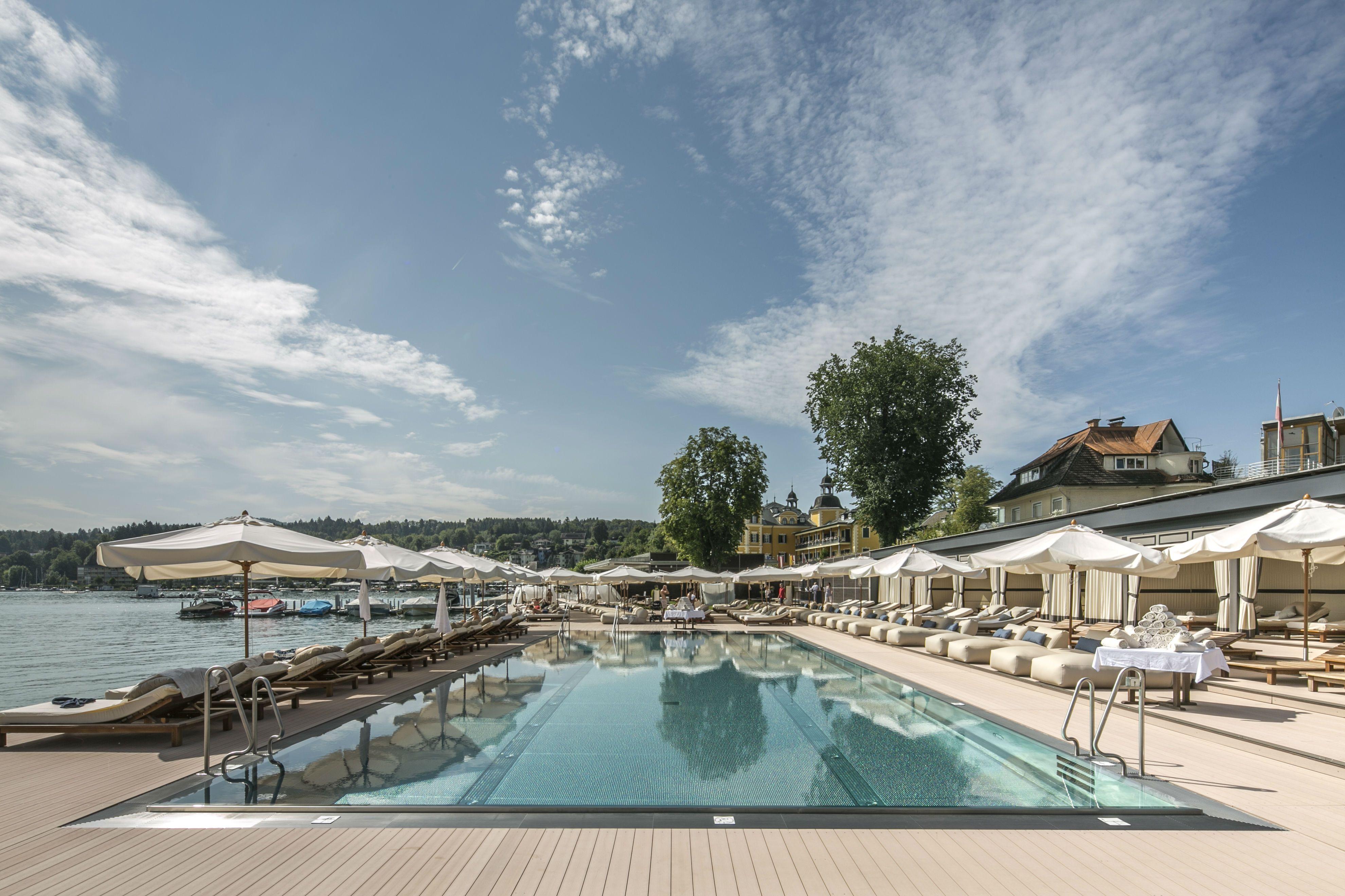 SCHLOSSHOTEL VELDEN ***** - Beach Club    #leadingsparesort #schlosshotel #velden #kärnten #österreich #luxus #romantik #urlaub #ferien #entspannen #austria #австрия #النمسا #オーストリア #panorama #wörthersee #medical #acquapura #beachclub #seespitz #kulinarik #schlossstern #schlossbar #promenade #leading #spa #resort #schlossbräu #schlossgarten #flitterwochen #cryoliopolyse #jetset #wörtherseefilm