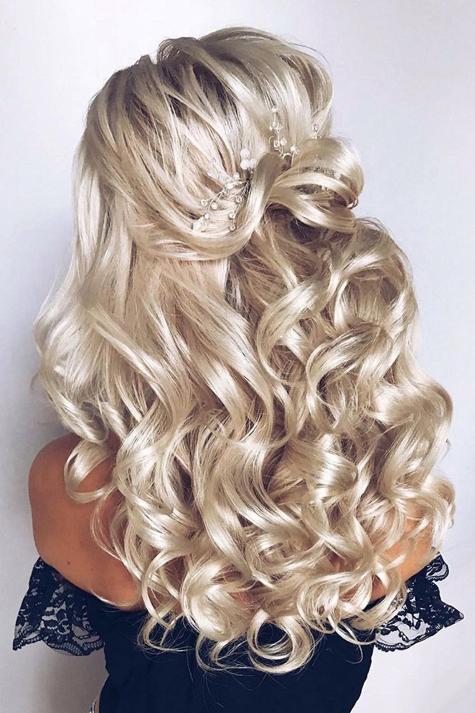 Curly Wedding Hairstyles From Playful To Chic Wedding Forward Wedding Hairstyles For Long Hair Hair Styles Curly Wedding Hair