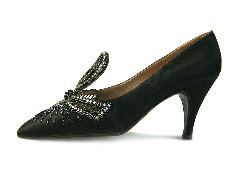 Shoe-Icons / Shoes / Black satin shoes, decorated with high tongue in the form of a bow made of rhinestones and beads 1962 - 65