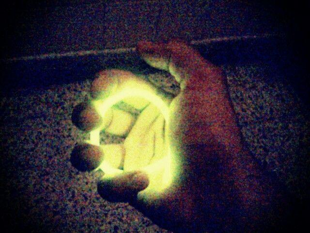 Nuclear hand. Pibe radiactivo.