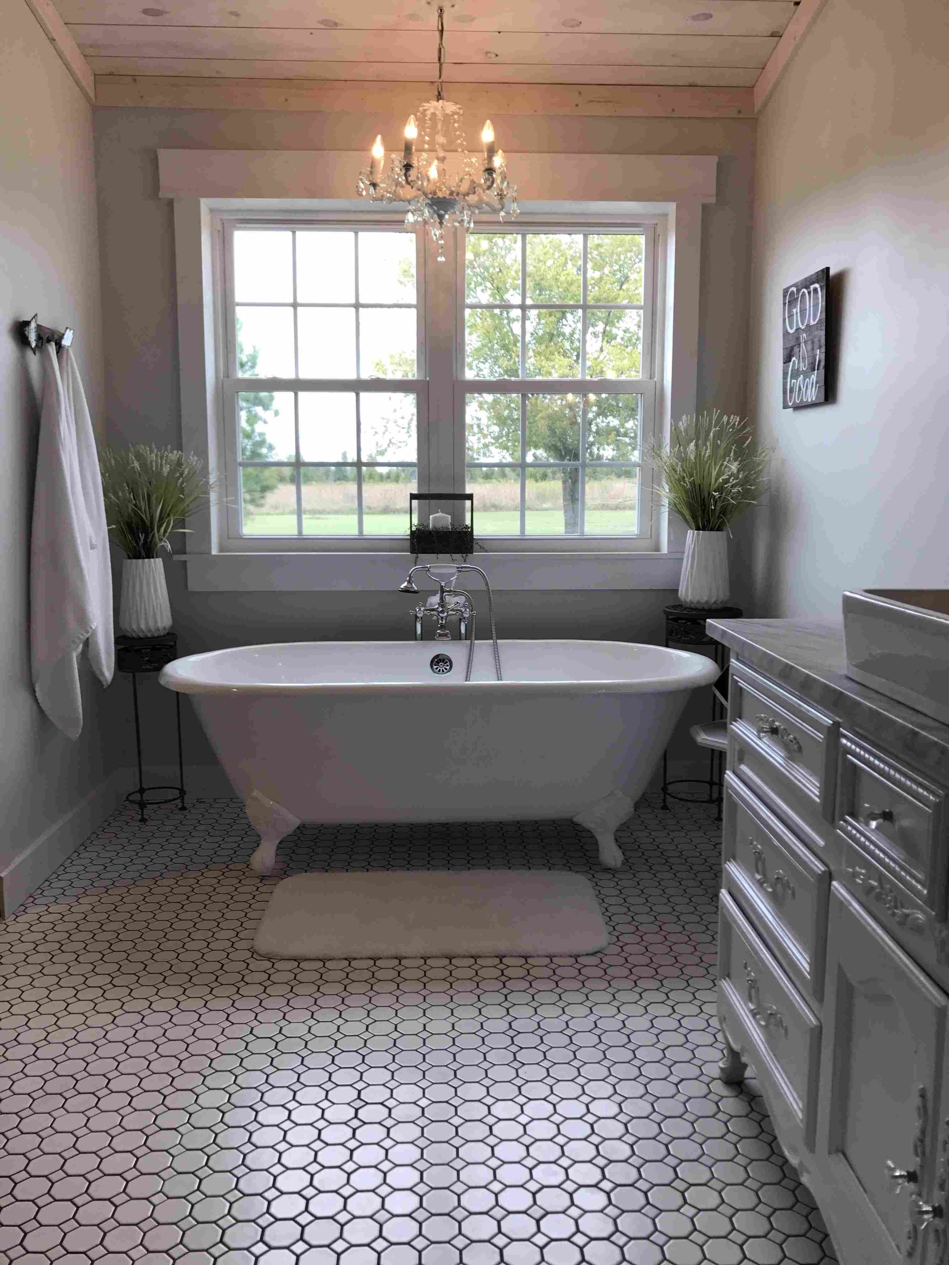 Outstanding Images Farmhouse Bathroom Clawfoot Tub French