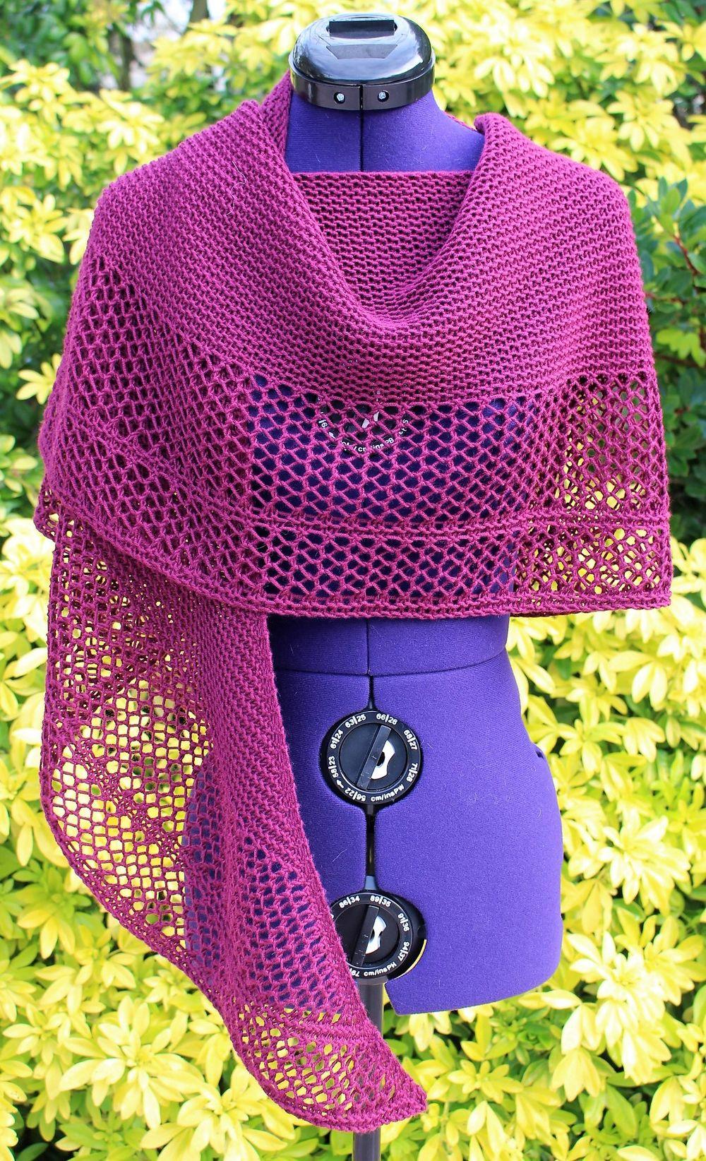 2bf313f0c61f Un Grand Marché · Châle tricoté main, écharpe poncho bruyère foncé, étole  tricot ajouré, châle plaid laine
