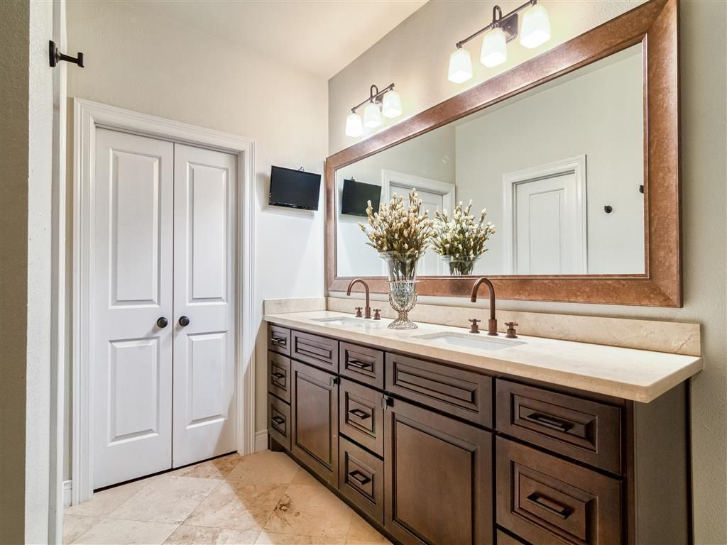Decorating with oil rubbed bronze mirror master bath