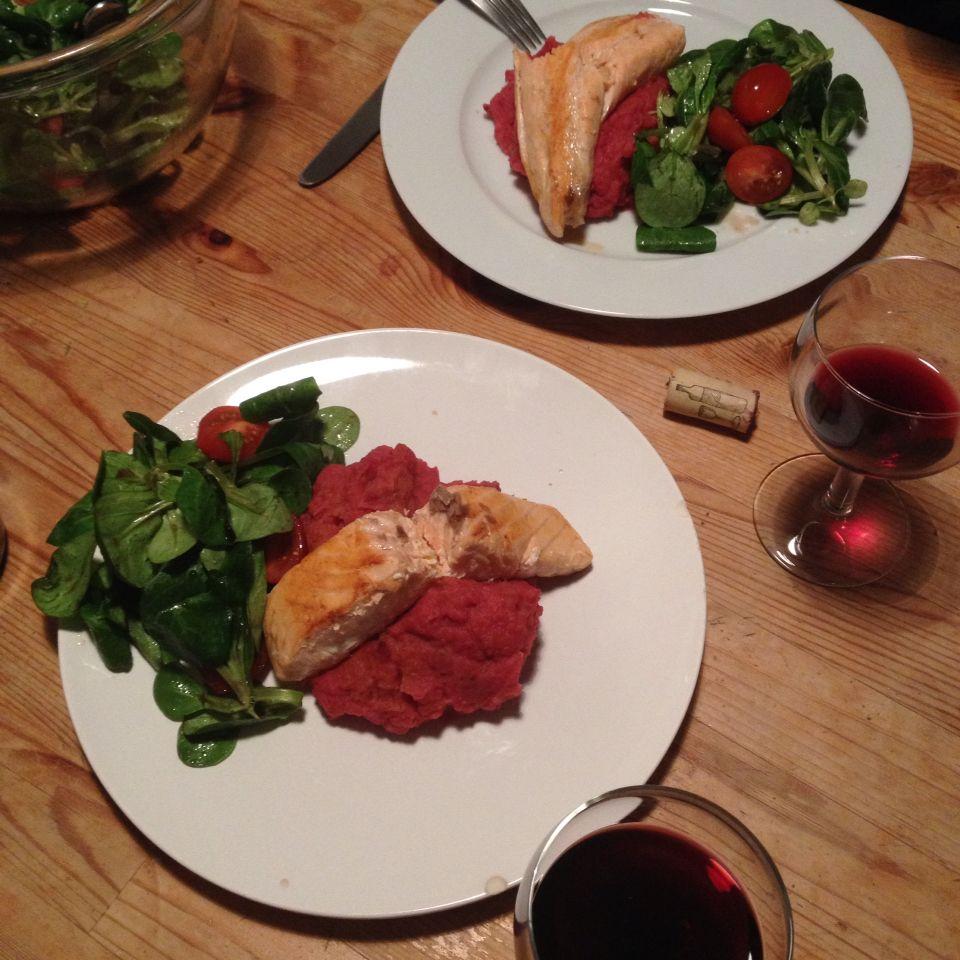 Lachs auf Rote-Beete-Erdapfel-Püree -- Glücklich-mach-Essen im Winter
