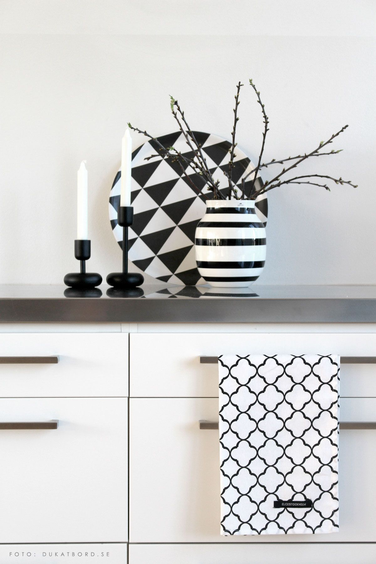 elce stockholm kitchentowels omaggio vase k hler nappula candlesticks iittala plattan tray. Black Bedroom Furniture Sets. Home Design Ideas