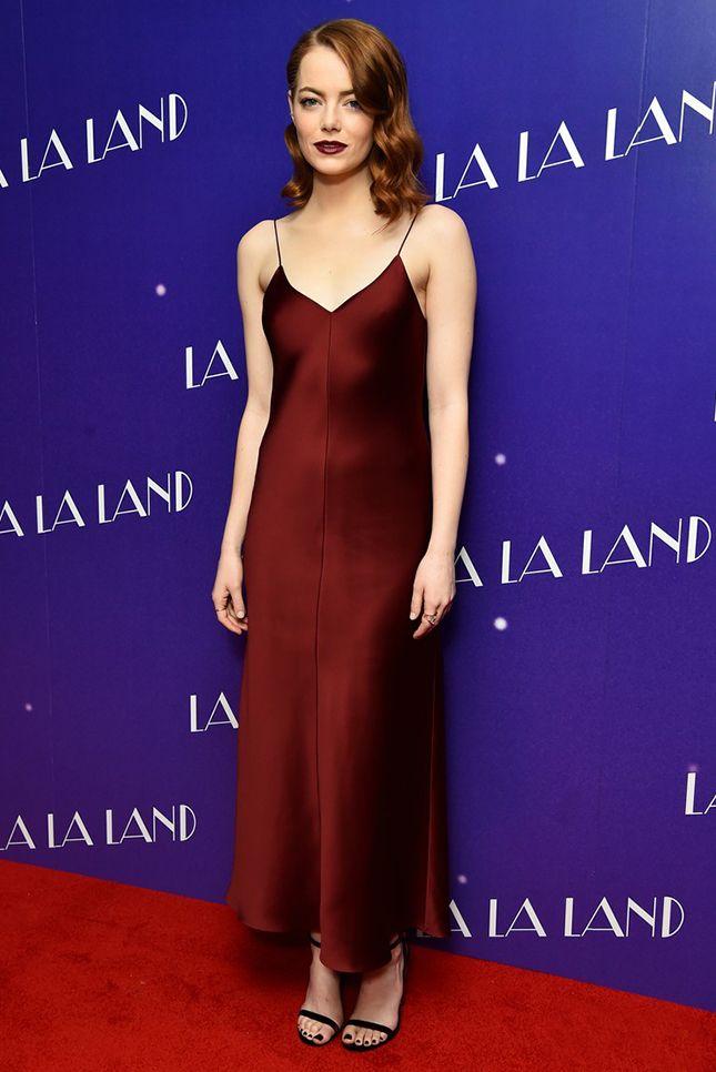 Рианна в куртке Balenciaga и с рюкзаком Louis Vuitton в Нью-Йорке