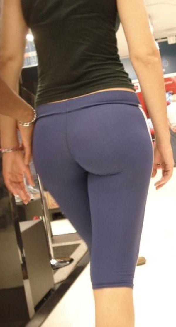Girl with a big #ass in blue yoga pants. | Only For Yoga Pants ...