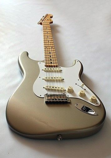 Fender stratocaster classic player 50, shoreline gold. Mexican but woow!!