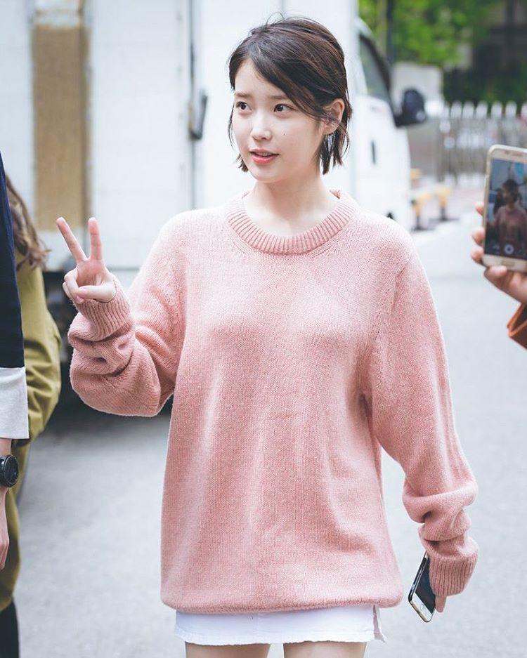 """373 lượt thích, 1 bình luận - 아이유/IU/이지은/leejieun (@iu_fanpage93) trên Instagram: """"170425 유스케 출근길 #아이유 #iu"""""""