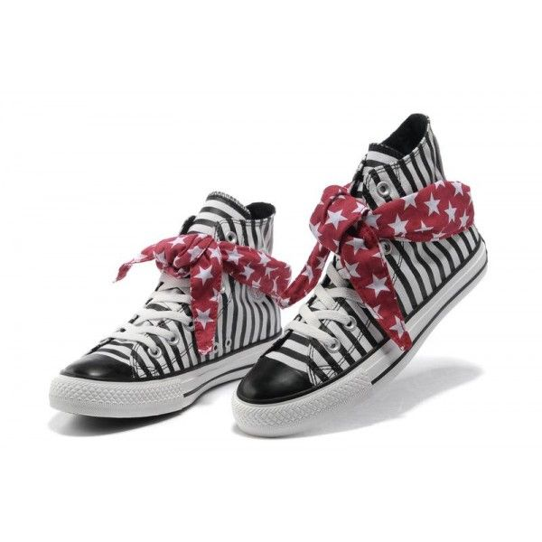 Femmes Conversent Les Chaussures a Dessus Enetoile All Star Foulard Rouge