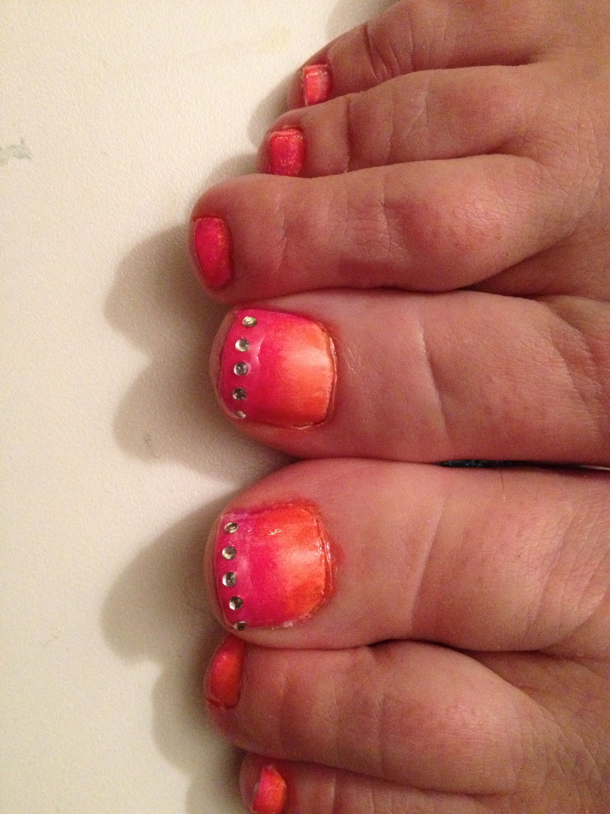 Pink to orange fade with diamonds! Easy but cute design!