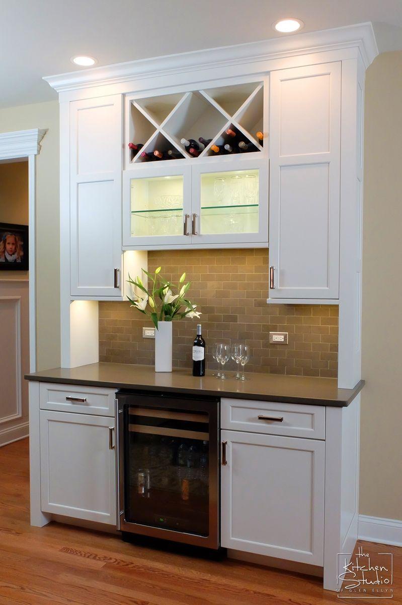 Genial Woodharbor Island Shown In Madison Door Style, Coastal White Finish. # Woodharbor #madison #kitchen #cabinets #winestorage #wetbar