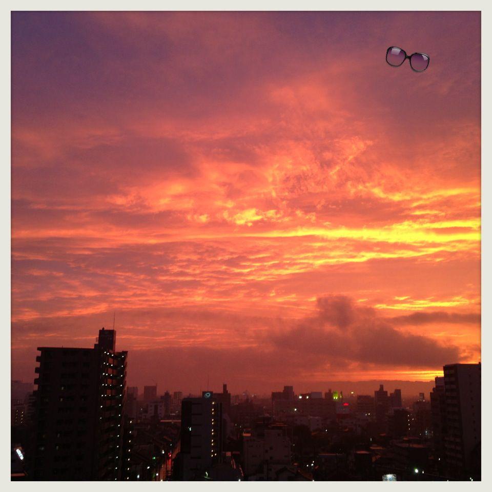 El cielo estaba rojo después de la lluvia!!...  帰りの空赤く燃えてた!