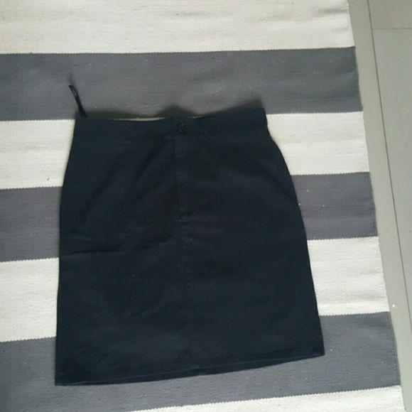 Ralph lauren 10 black skirt Size 10 Ralph Lauren Worn once Excellent condition Ralph Lauren Skirts