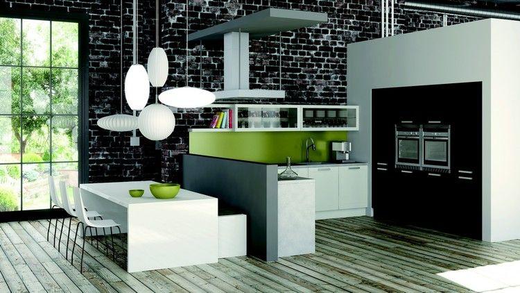 cuisine ouverte en noir et blanc laqué, suspensions originales et