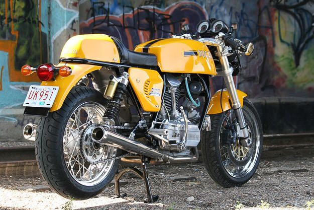 Ducati 900 GTS custom #Michelin Pilot Classic 17″ tires front and rear