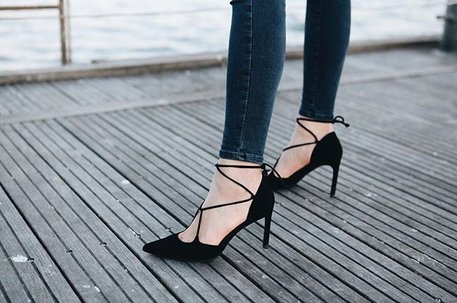 Detail #highheels #lakeontario #harbourfront #black #ootd #lookbook #fashion #blogger #toronto #shoes #fashionblogger #style #styleblogger #styleblog #fashionblog #details #outfit
