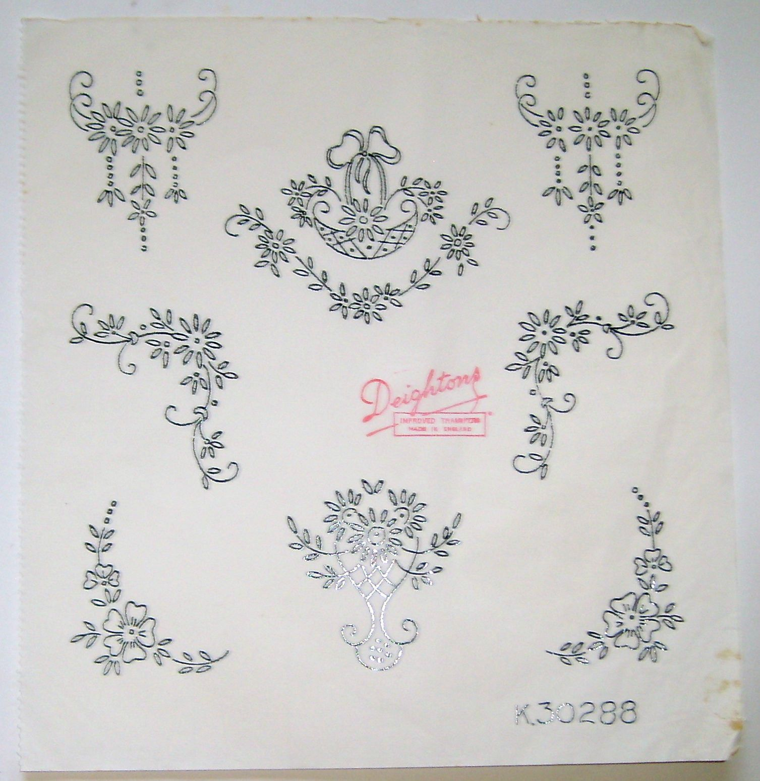 Vintage Deighton embroidery transfer - Daisy flowers baskets ...