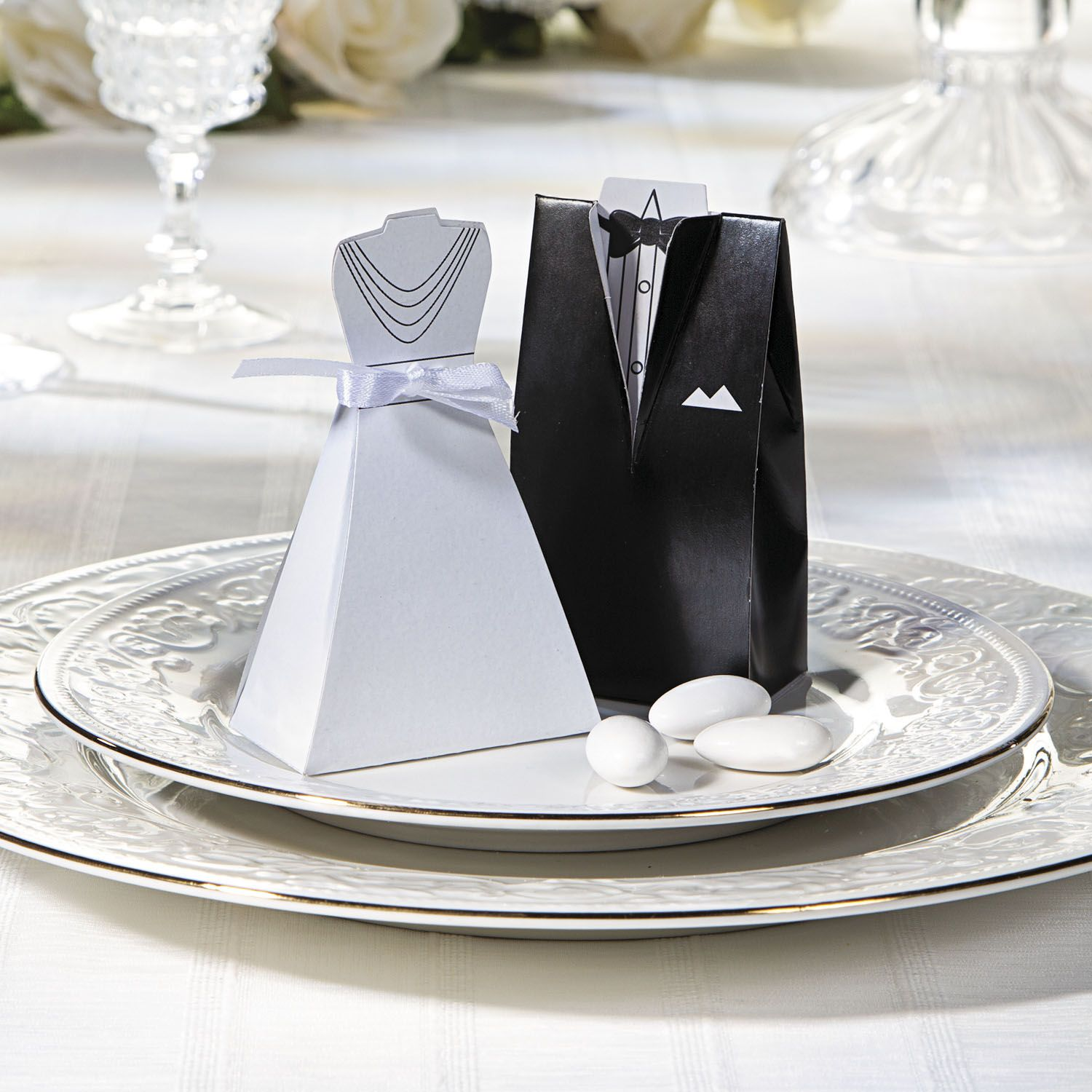 Dress up your wedding reception favors with these paper boxes ...