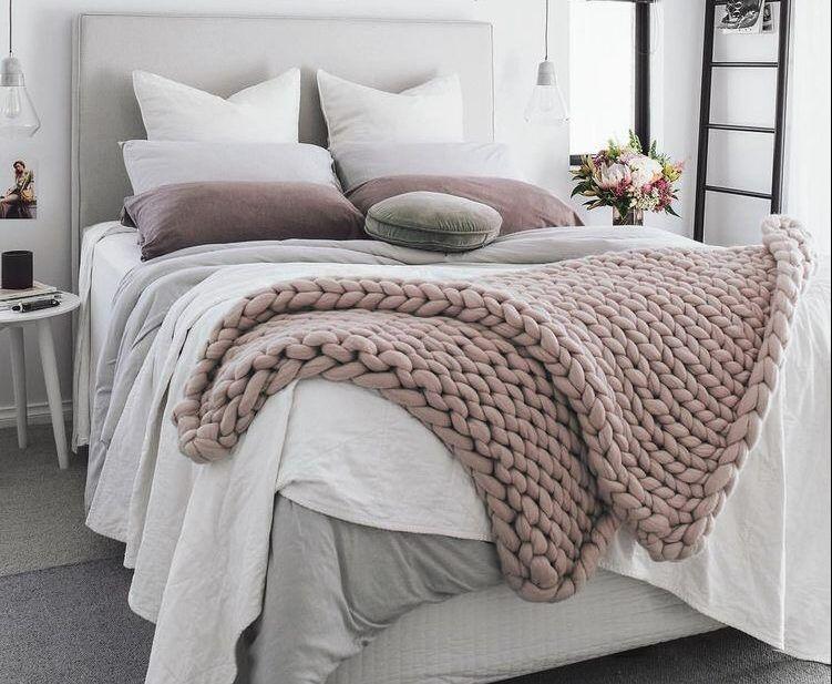 fluffige diy wohnaccessoires selber machen mit riesenmaschen diy deko ideen pinterest. Black Bedroom Furniture Sets. Home Design Ideas
