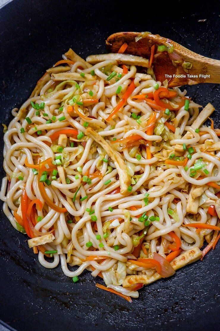 Sweet And Spicy Udon Noodle Stir Fry Vegan Recipe In 2020 Sweet And Spicy Shirataki Noodles Recipes Stir Fry