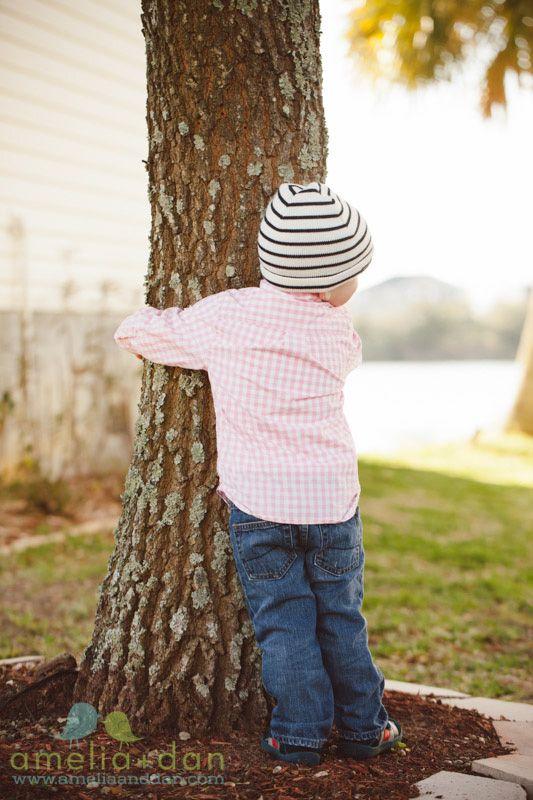 happy earth day!  hug a tree:) http://ameliaanddan.com http://ameliaanddan.com/blog/wp-content/uploads/0313-richards-family-session-0097-web.jpg