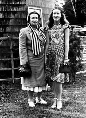 Edith Bouvier Beale and Edith Ewing Beale otherwise known as Little Edie and Big Edie outside their Grey Gardens East Hampton, NY estate. 1930s 1940s vintage photo. classic beach house. David and Albert Maysles documentary.