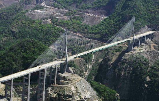 in Messico il ponte cavo sospeso con 63 gallerie e 32 ponti attraverso l'area nord est - Cerca con Google