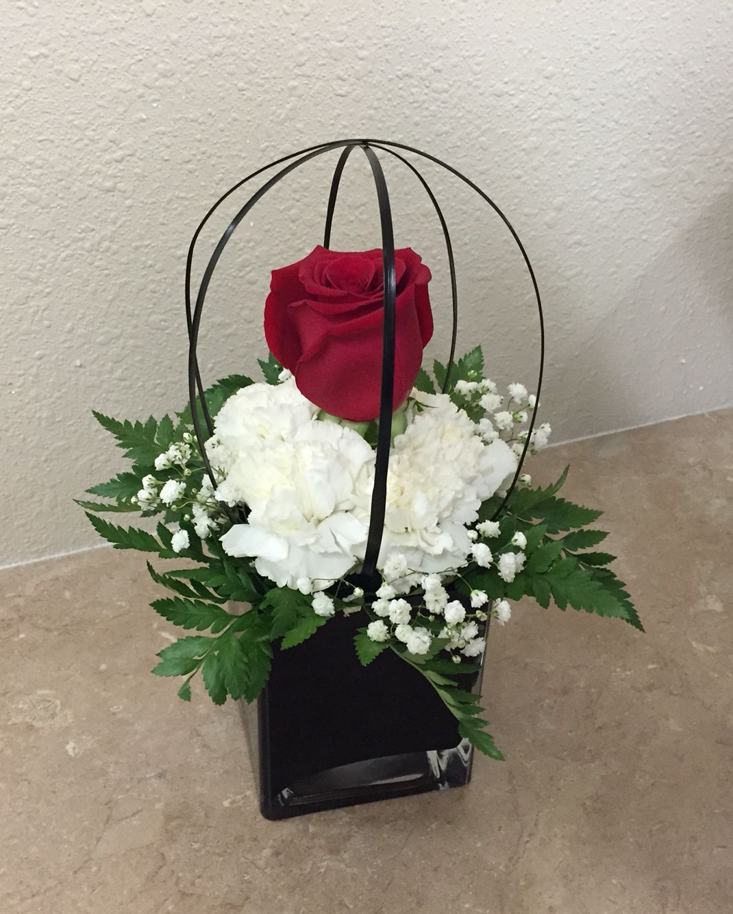 Small fresh flower arrangement basketball rose for Small rose flower arrangement