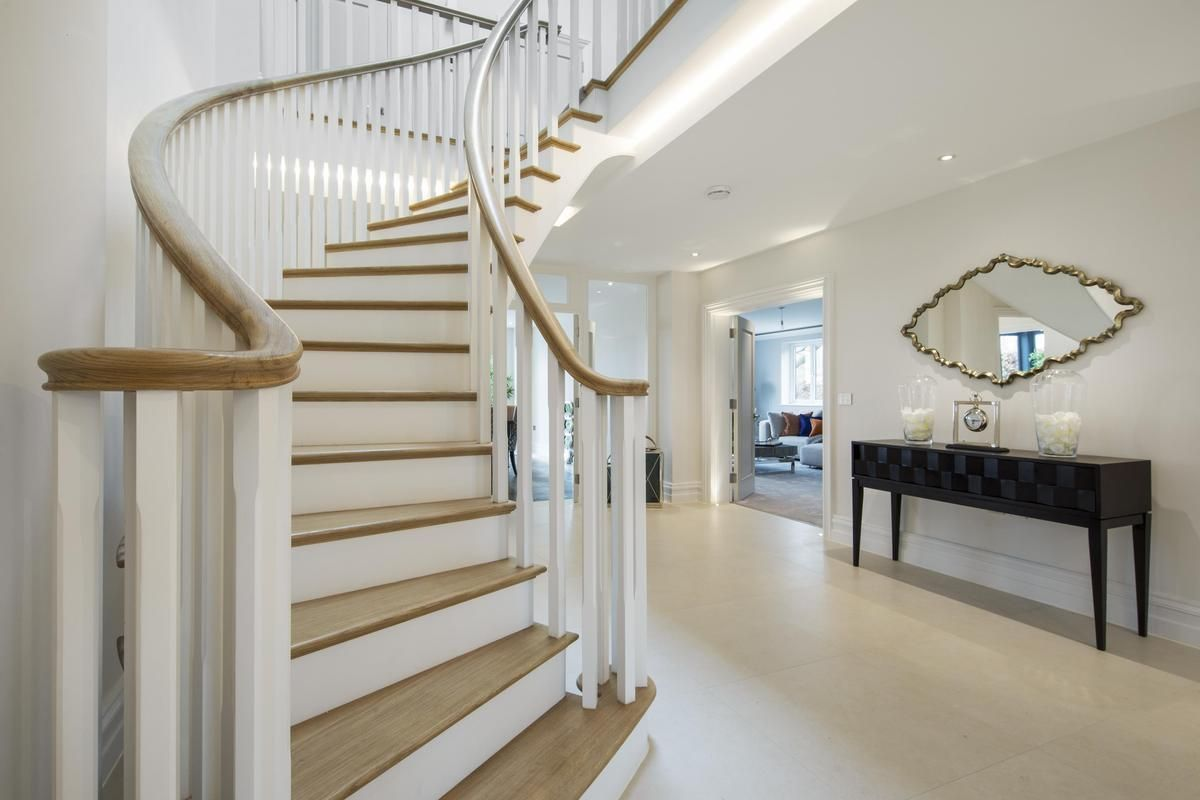 Best Staircase Curved With Wreathed Oak Handrails Staircase 400 x 300
