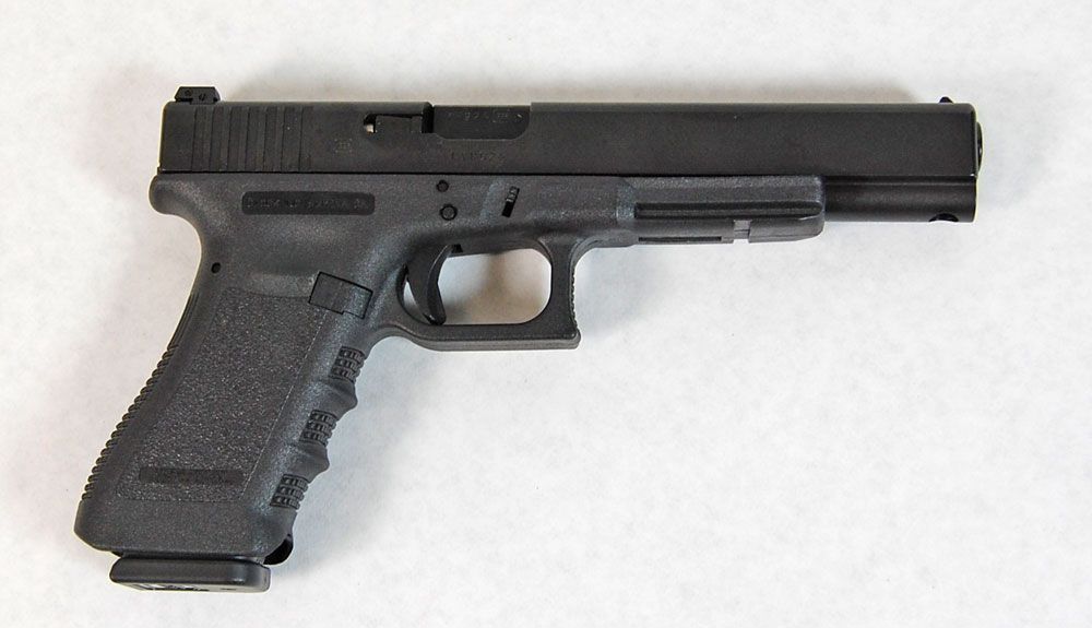 Glock 17l A Variant Of The Glock 17 The 17l Is Generally Referred