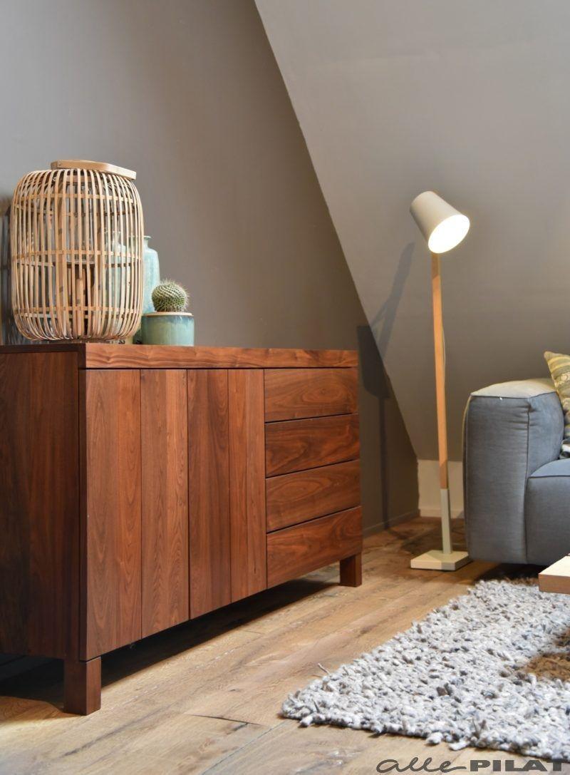 noten kast kreas is strak en modern de warme kleur van het notenhout zorgt voor een natuurlijke uitstraling een mooi en tijdloos opbergmeubel woonwinkel