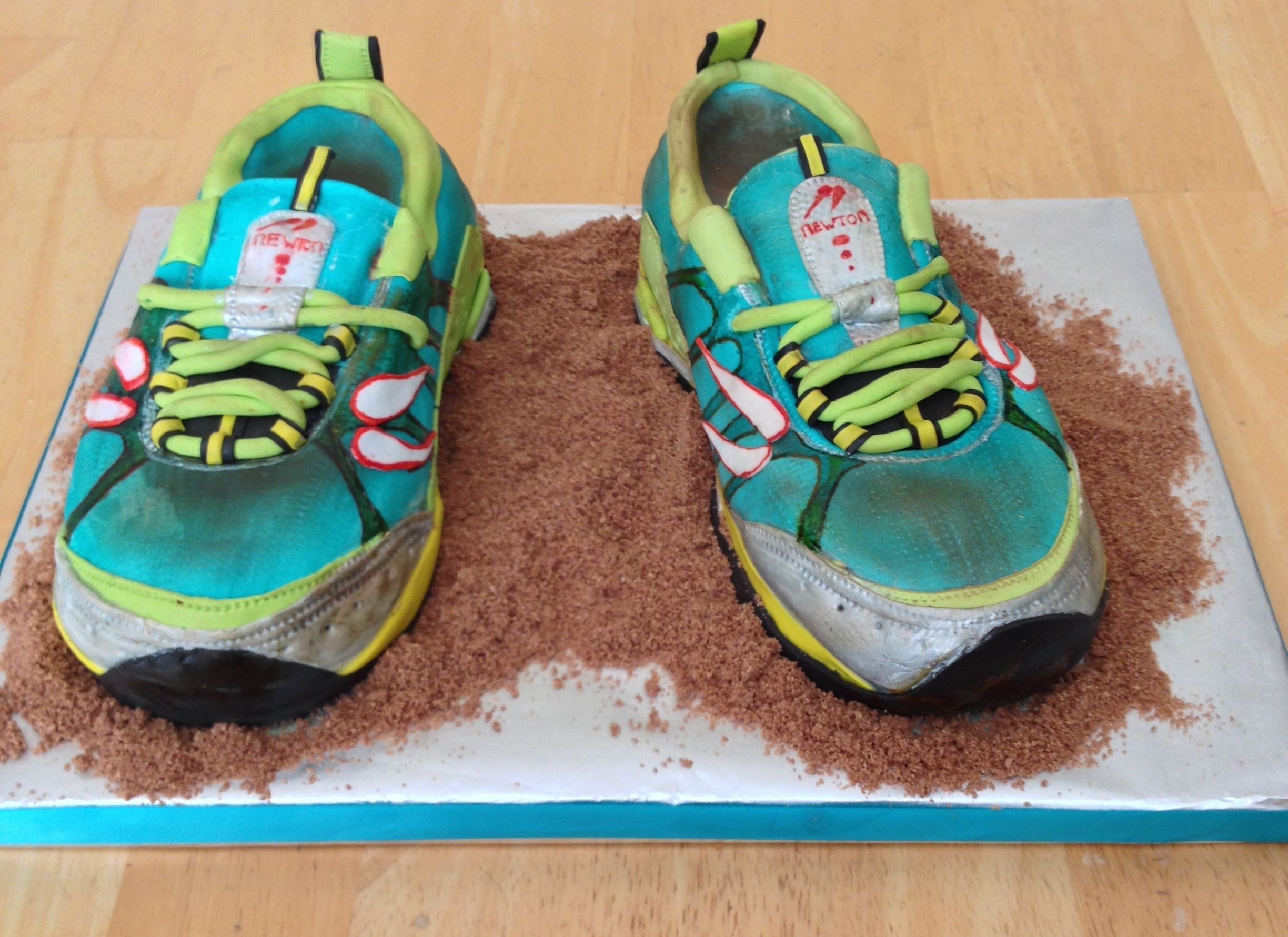 Awesome cakes! Terra Momentus Running Shoe - 40th Birthday Shoe for a  Marathon Runner by