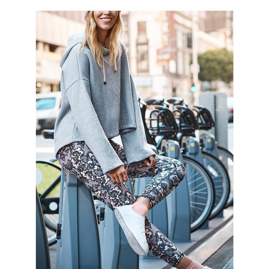 Living for that fall chill (and the coziest Sonja Outfit) #MyFabletics    #linkinbio