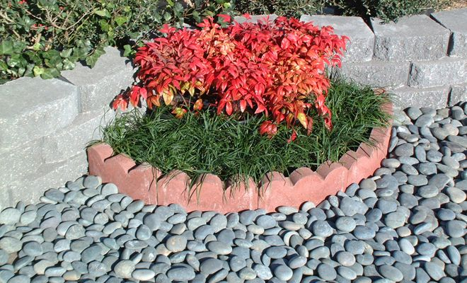 A Little Of This Goes A Long Way When It Is Used Exclusively It Looks Dated But This Is A Way To Use It Garden Edging Landscape Edging Small Garden Landscape