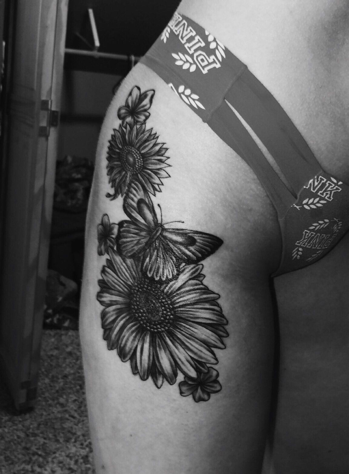 Hip tattoo flowers Flower hip tattoos, Tattoos, Flower