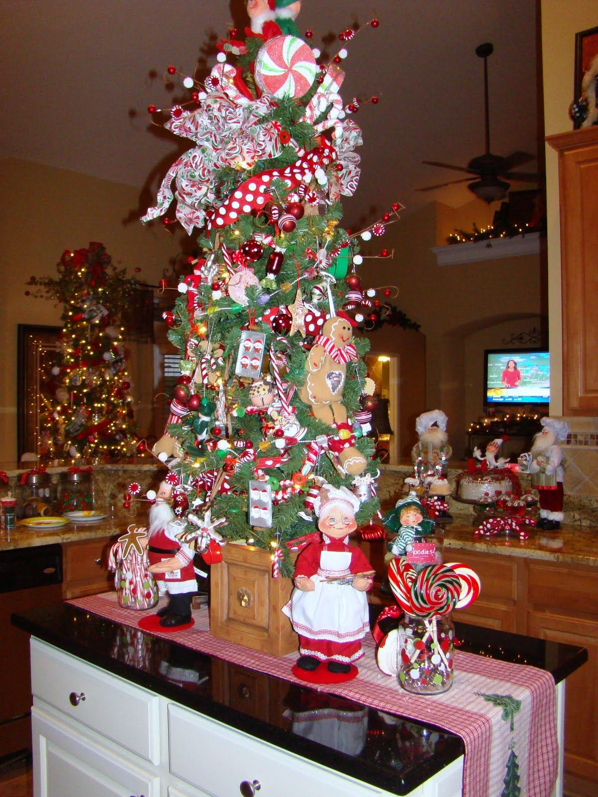 gingerbread kitchen tree = luv (With images) Pretty