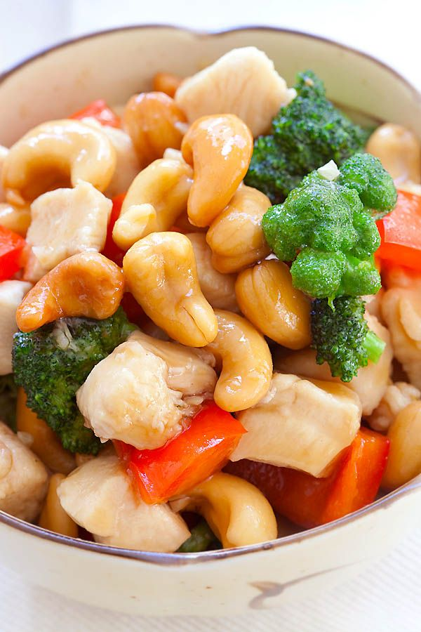 Honey cashew chicken - chicken and cashew nuts in a savory honey sauce. Easy honey cashew chicken recipe that takes 15 minutes to make | rasamalaysia.com